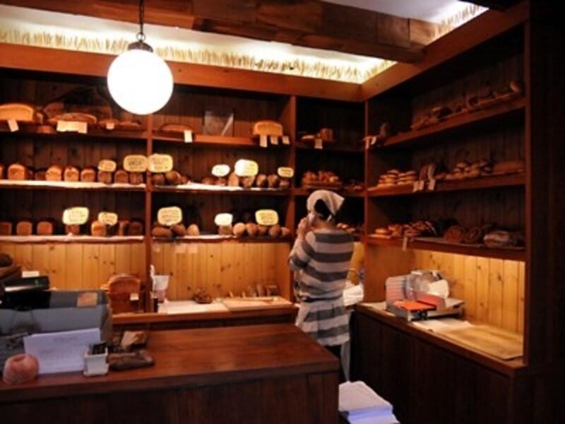 外国のパン屋さんのようなセンスのある棚