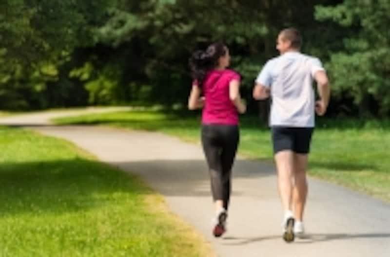 定期的に健診を受けるだけでなく、適度な運動を