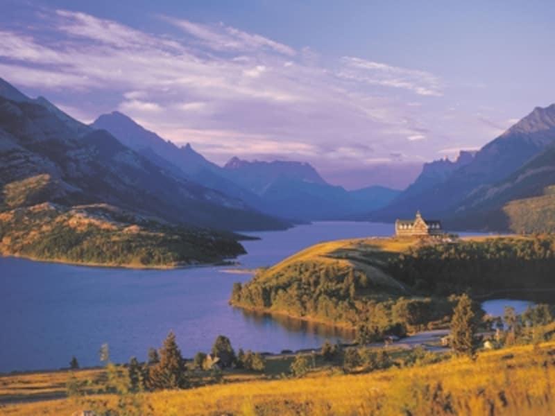 ウォータートンと言えば、この風景。ウォータートンレイクとプリンスオブウェールズホテルundefined(C)TravelAlberta