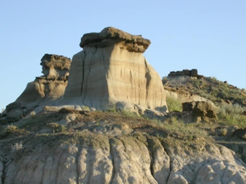 バッドランドと名づけられるのもうなずける景観undefined(C)TravelAlberta