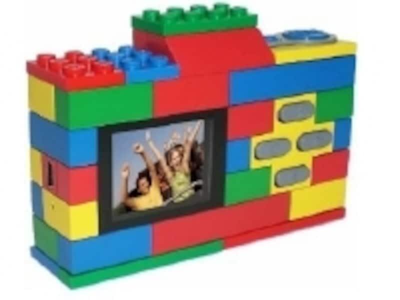 裏面にはモニタと操作ボタンが。操作は簡単で子どもから大人まで楽しめます