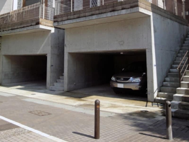 擁壁代わりの車庫