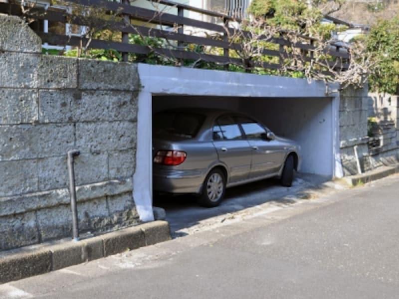 ぎりぎりの大きさの車庫