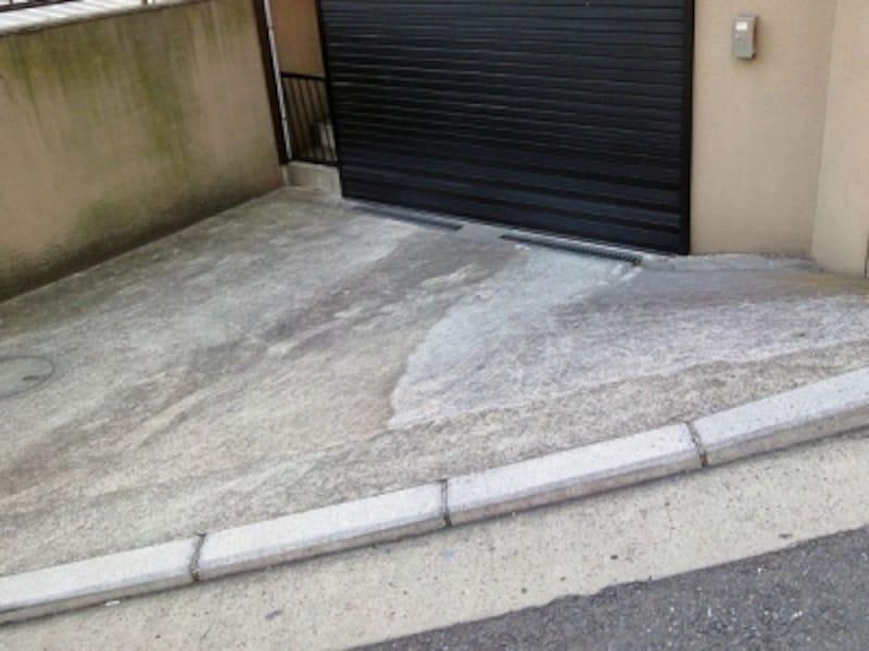 傾斜のきつい車庫