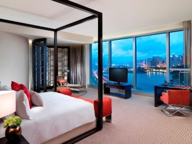 クラウンタワーズマカオのスイート客室ベッドルームの一例(c)CityofDreams