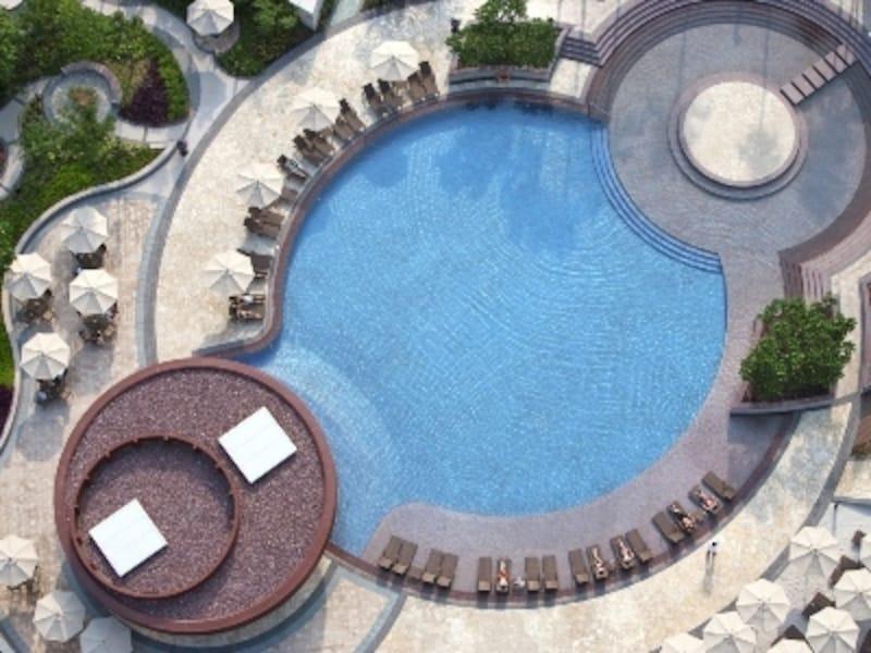 人工ビーチや水中スピーカーを設置したハードロックホテルのプール(c)CityofDreams