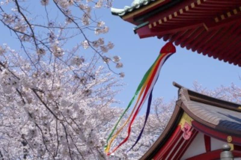 あっ、神社の吹き流しも五色!こうした発見がおもしろい