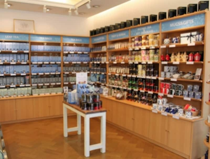 店内には約100アイテムがあるウィッタード赤坂店