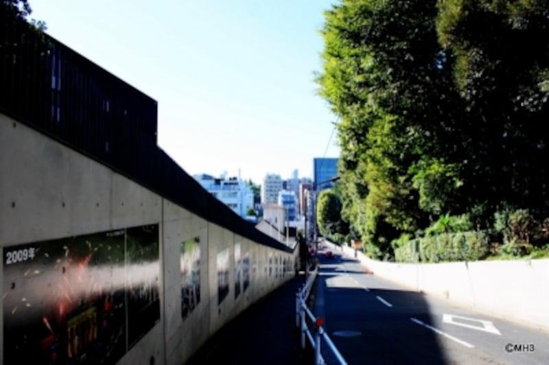 南部坂。左がドイツ大使館。