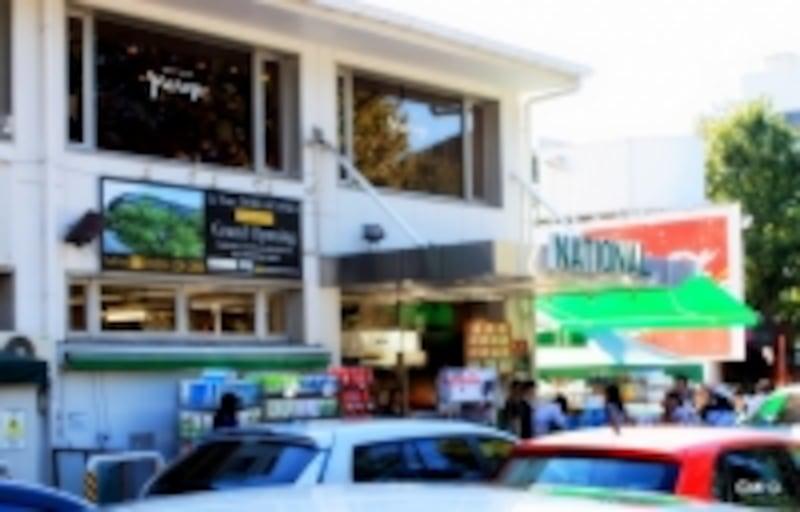 外国人顧客の多いスーパー「ナショナル麻布」は現在建て替え工事中