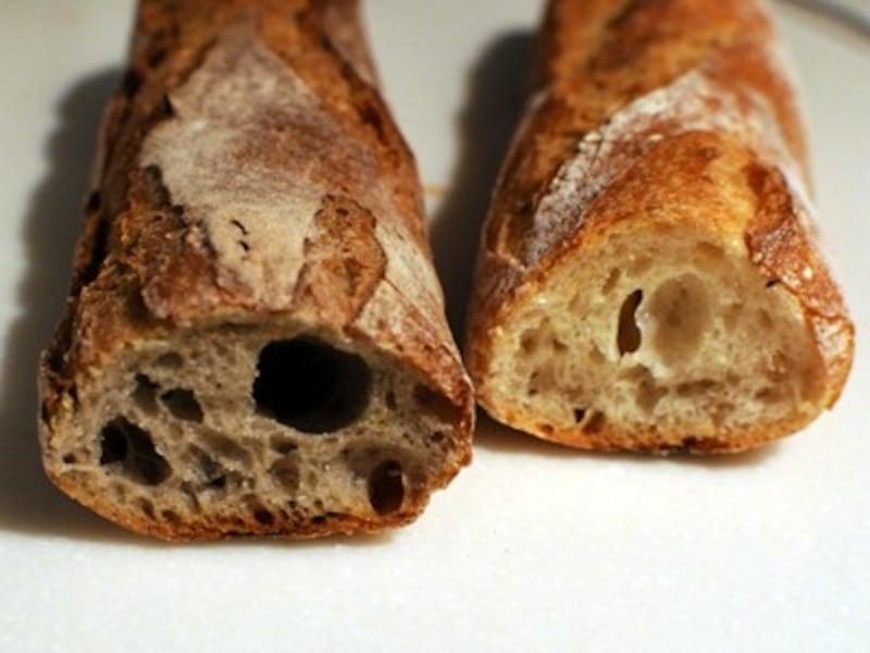 左:そば粉のバゲットundefined右:バゲットLUDO