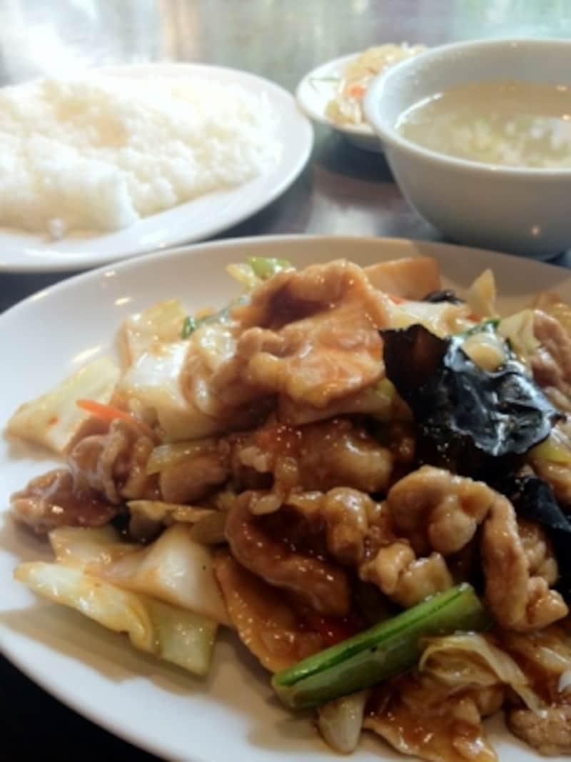 「春キャベツとバラ肉のピリ辛炒め」(945円)