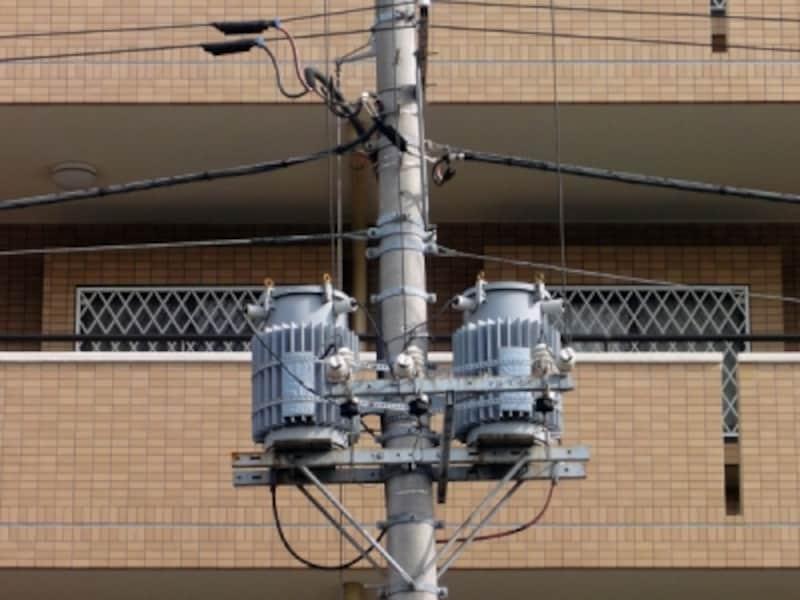 電柱と電線、変圧器