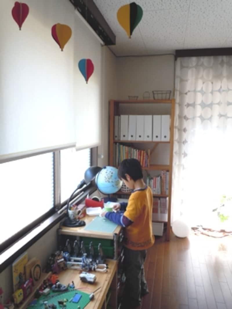 リビング内でも違和感のない、シンプルな子供スペース