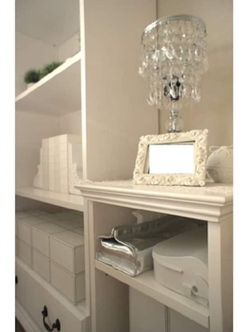 家具類はホワイトで統一。中に飾るものなども基本的にはモノトーン。