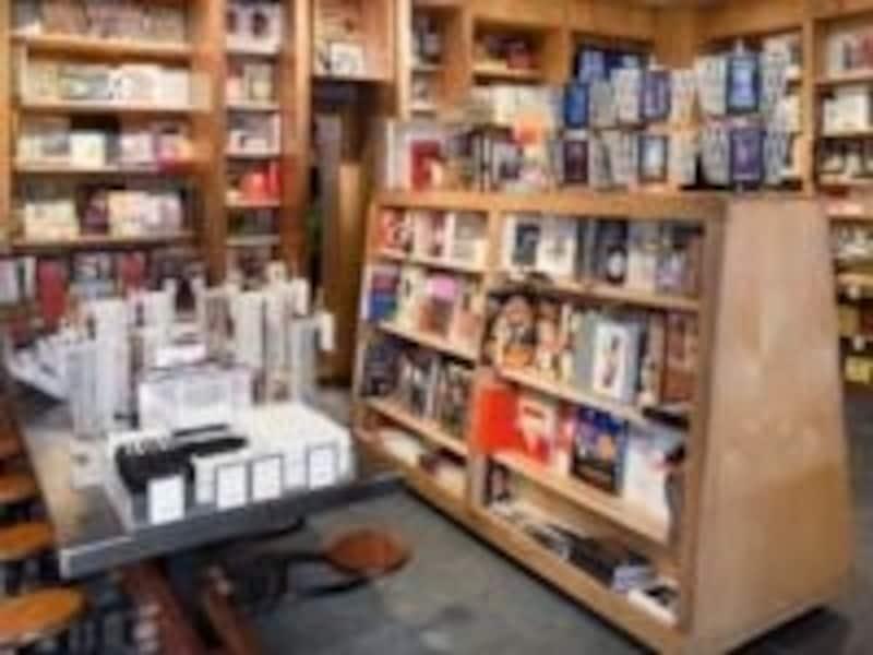 店内には本がぎっしり