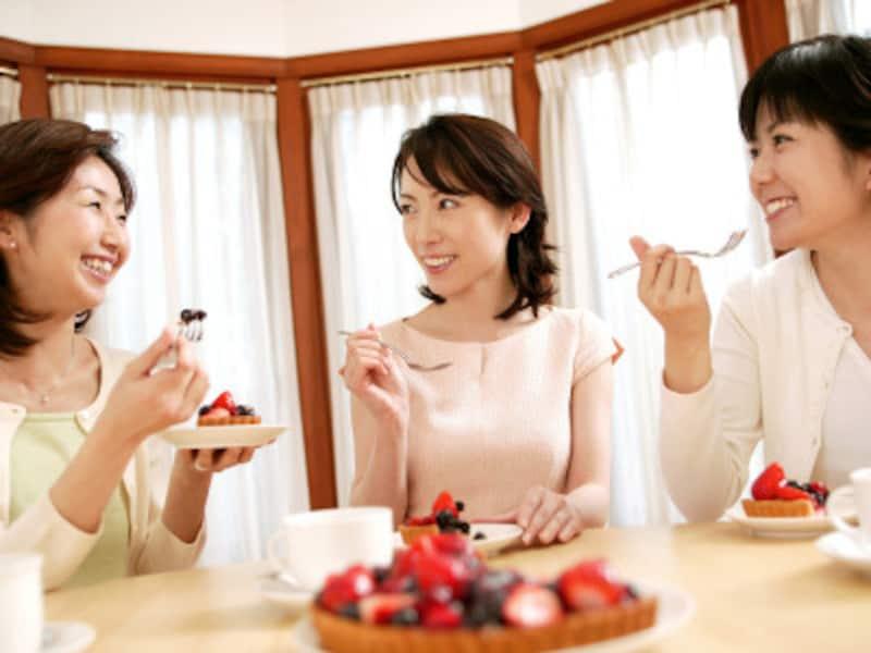 驚き、笑いなどのリアクションが会話を促進する