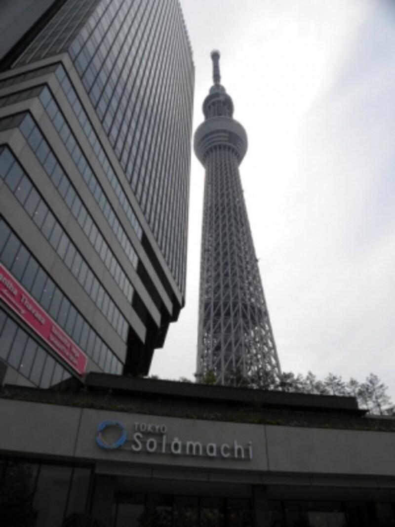 「東京スカイツリー」を望む「東京スカイツリータウン・ソラマチ」