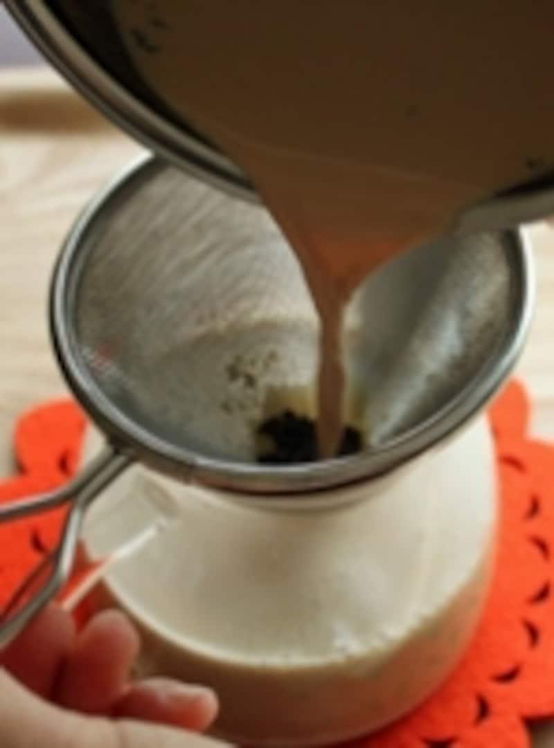 茶葉は水分を含んでかさが増します。できるだけ大き目のティーストレーナーを使うと便利です