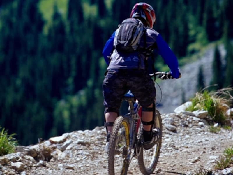 ウィスラーはマウンテンバイクのメッカだが、舗装された自転車専用道もある。(C)TourismBC