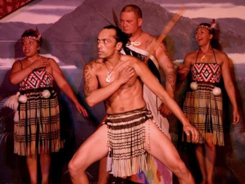 迫力ある伝統的なマオリのパフォーマンス