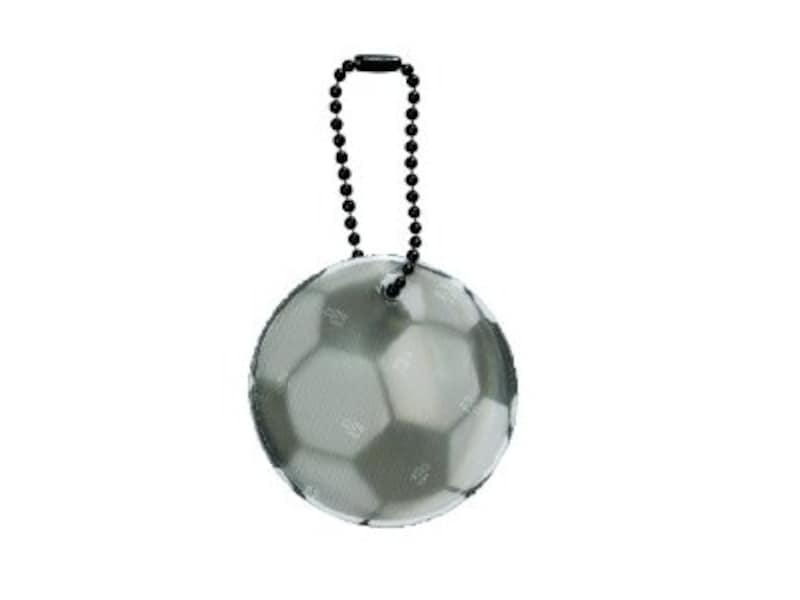 反射効果が高く、高品質の3MScotchliteを使用している「グリミス」はスウェーデン発の交通安全グッズ。写真はサッカーボール型