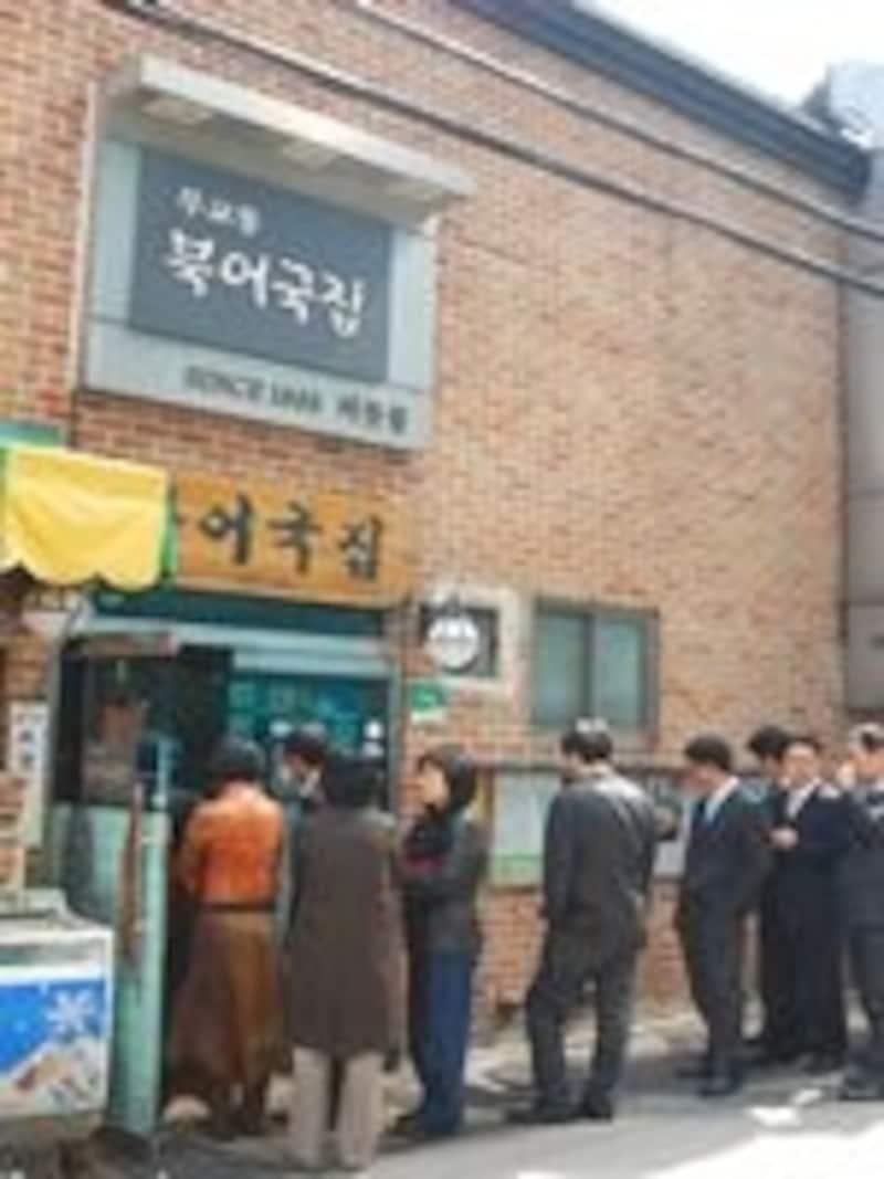 並ぶのが嫌いな韓国人も並んで食べる人気ぶり。スゴイ!