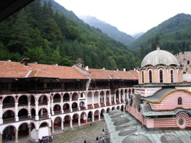 聖母教会とそれを取り囲む僧院