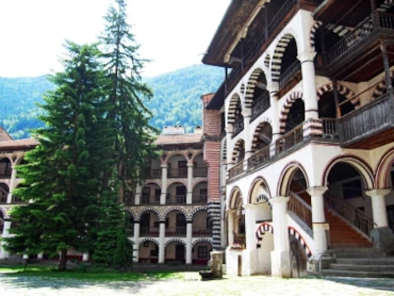 4階建ての僧院