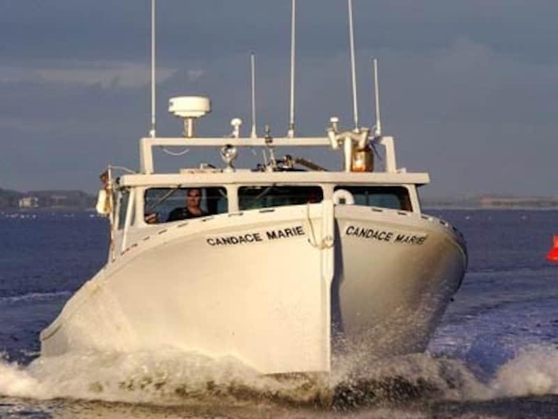カナダらしい大物を釣り上げるためには、チャーターボートでの船釣りが一番(C)TourismPrinceEdwardIsland