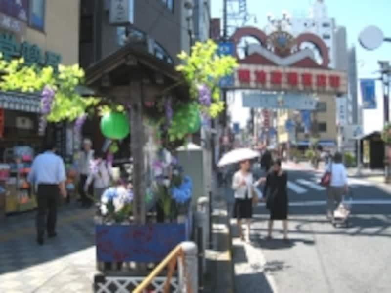 地蔵通り商店街入り口