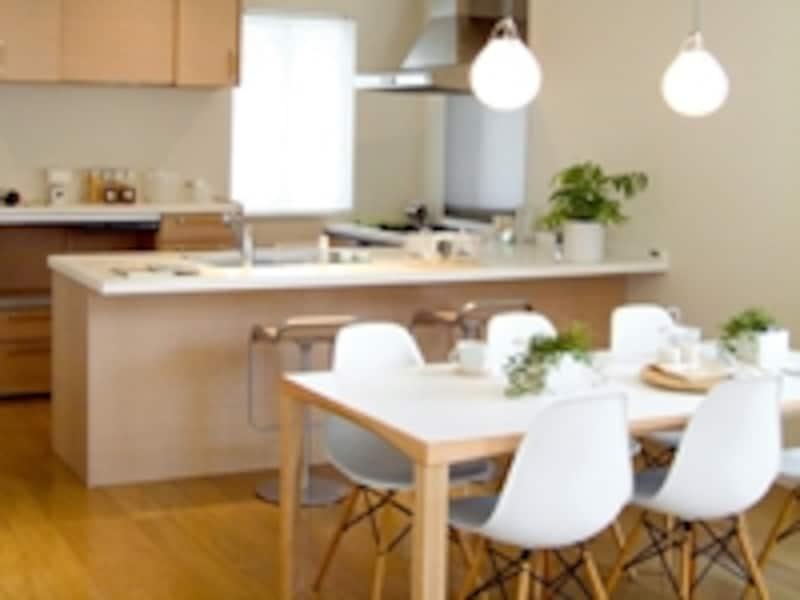 キッチンや食卓には、食中毒の原因菌がいっぱい