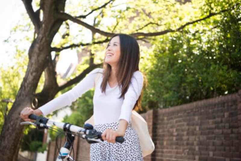 部屋の中にこもるより、外に出るだけで、気分が変わることがあります。自転車に乗って、風を切って走るというのも気持ちがいい