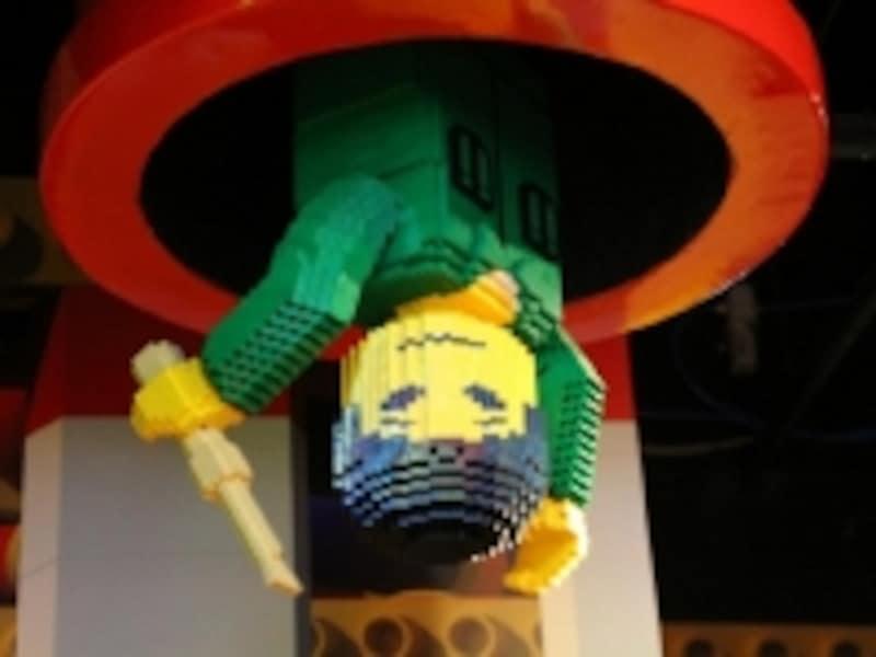 エレベータールの天井にも楽しい仕掛けが。さすがレゴ!