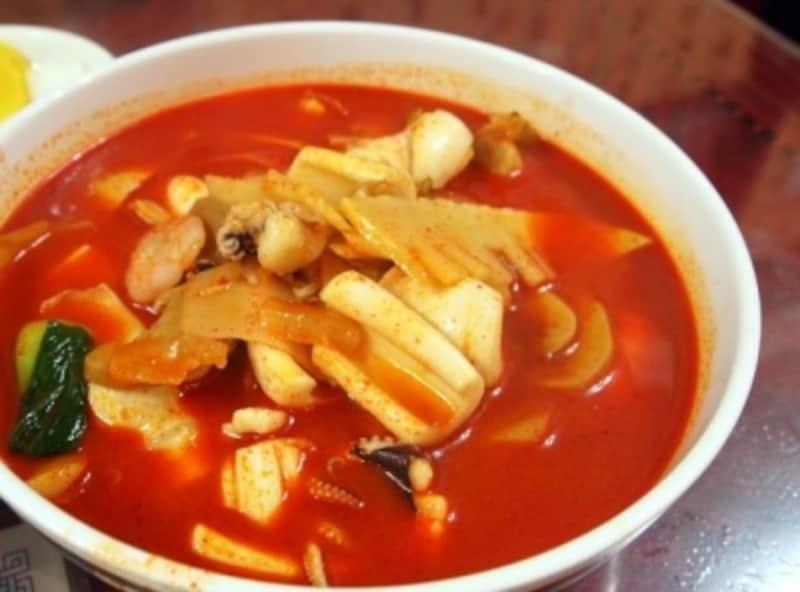 日本のチャンポンも美味しいけれど、韓国のもなかなか。辛い食べ物が好きな人向きです