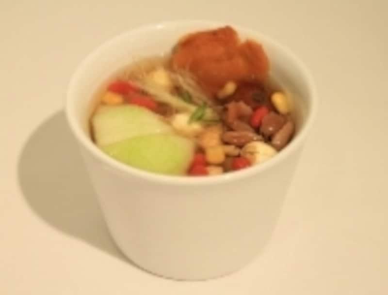 スペアリブと夏野菜のスープ。580円
