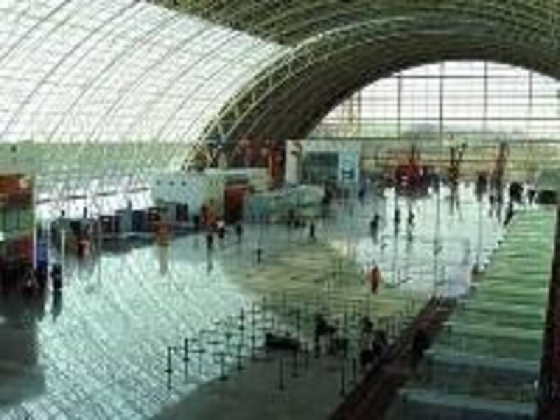アドナンメンデレス空港