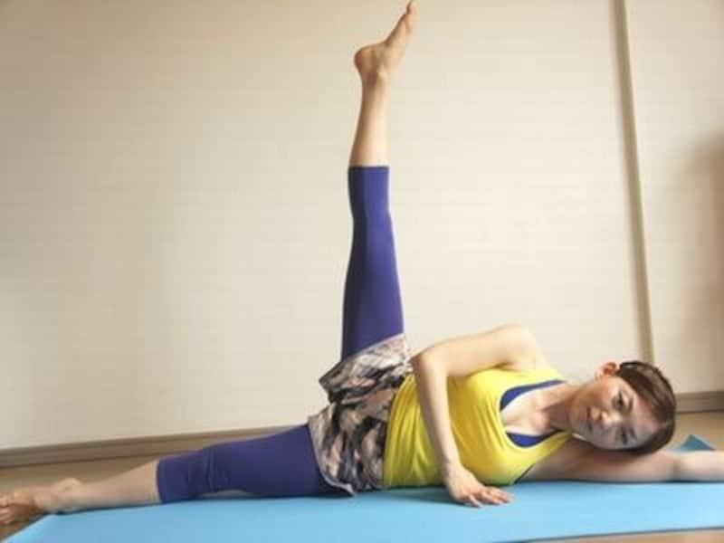 ひざを真っ直ぐ伸ばしたまま!