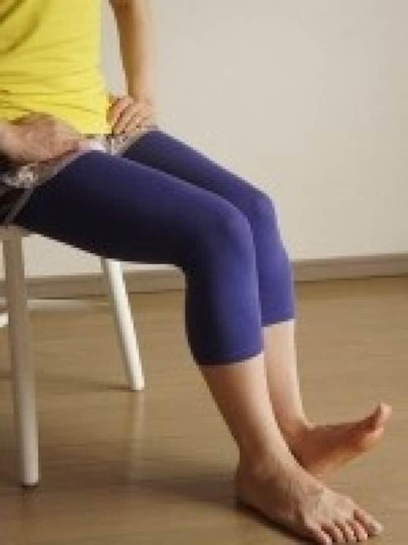 座りながらストレッチ脚のむくみ解消法4.3と4を交互に