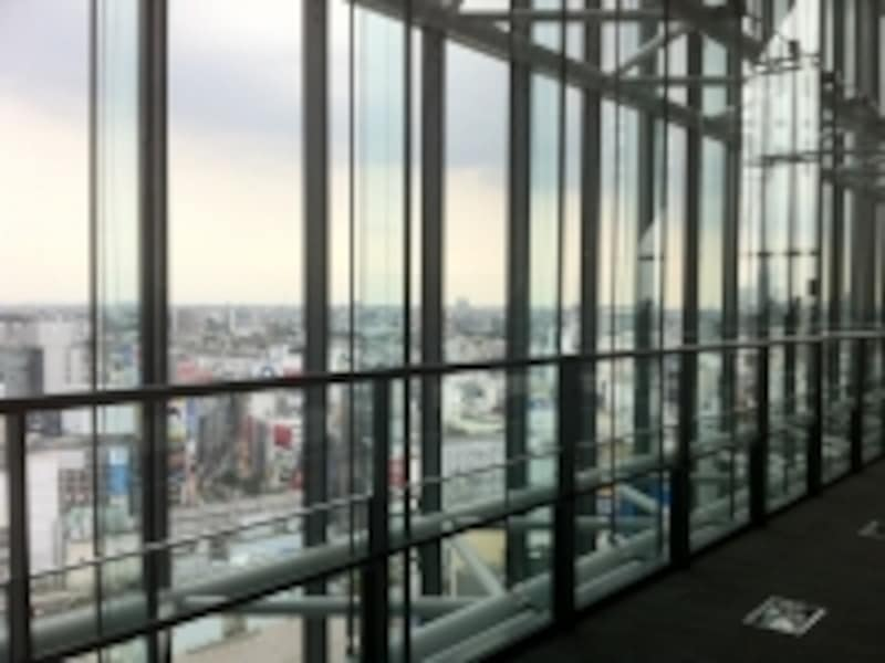 渋谷の街を見下ろす