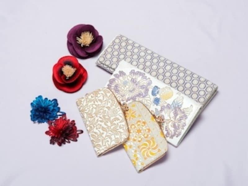 昔ながらの伝統革小物工芸を色合いビビッドに仕上げなおした文庫革のお財布/桐生の横振り刺繍というundefined伝統的な刺繍でできたコサージュや耳飾り
