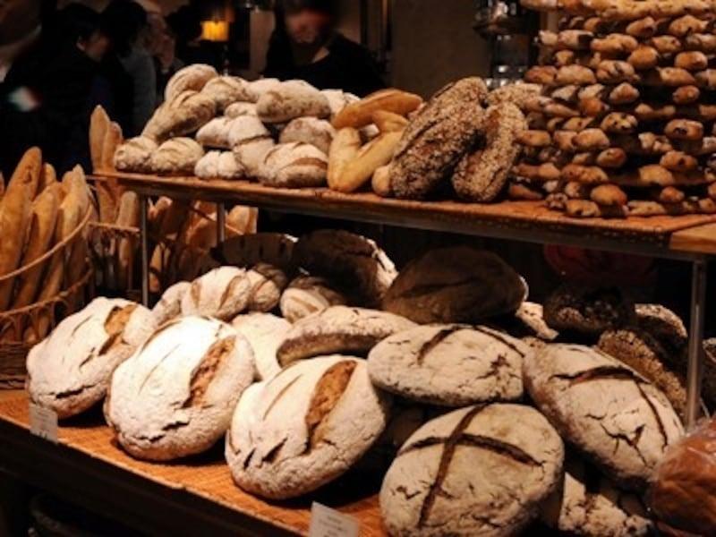 シンプルなパンが並ぶ