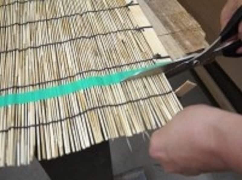 すだれの葦部分を切る