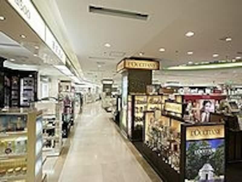 もともと免税価格で買える商品が、さらにプライスダウンするセールもよく開催されます。