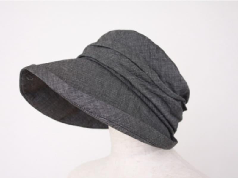 きれいめスタイルにも似合う大人な帽子