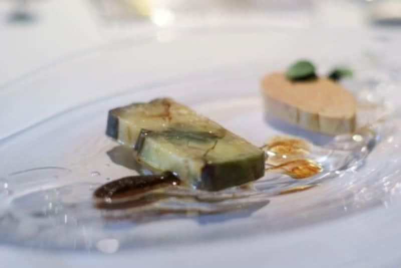 フォアグラナチュールと加茂茄子のテリーヌundefinedギリシャの黒オリーブのピュレ