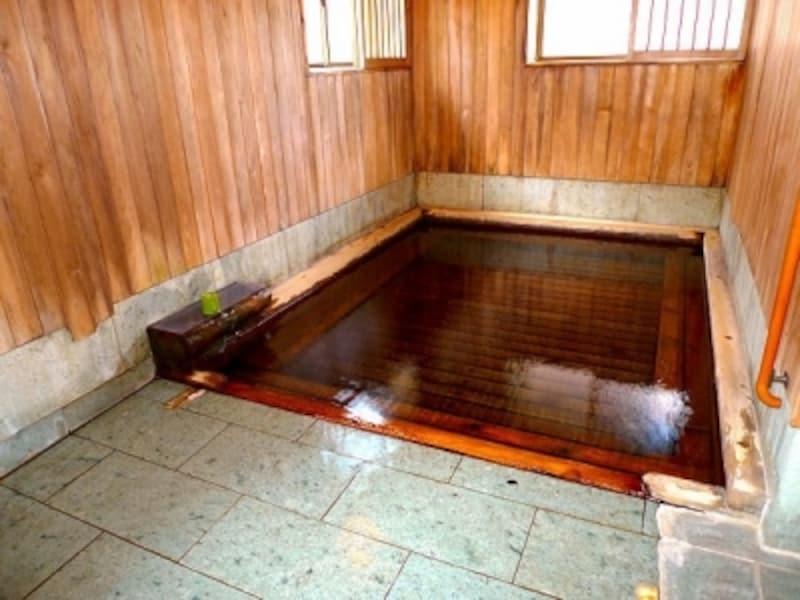 蔦温泉旅館では「貸し切り風呂」まで足元自噴。有料ながら宿泊者専用なので、泊まった時は是非利用したい