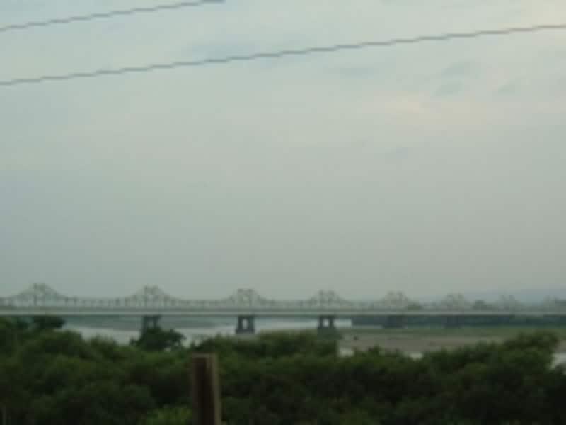 信濃川にかかる長生橋