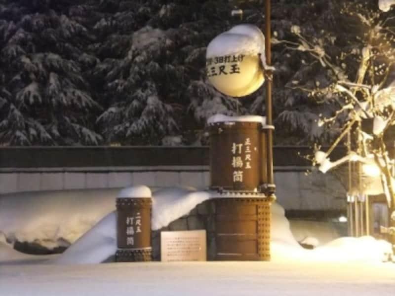長岡駅大手口にある長岡花火・正三尺玉の打揚筒と二尺玉の打揚筒