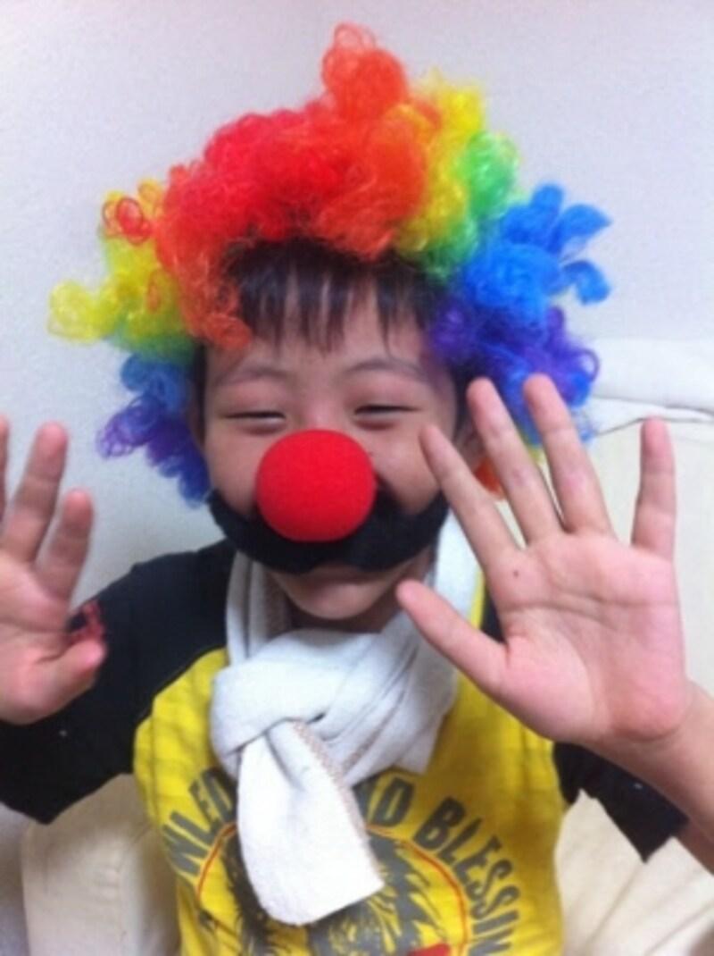TIGERの虹色ウィッグとピエロの鼻